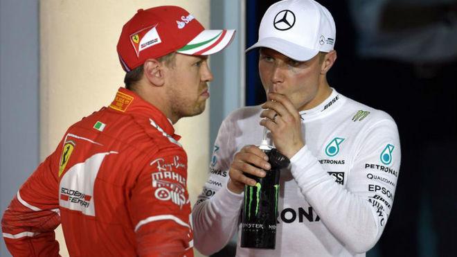 Vettel, con gesto de extrañeza ante Bottas.