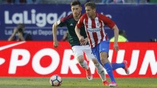 Cerci controla la pelota durante el partido ante Osasuna.