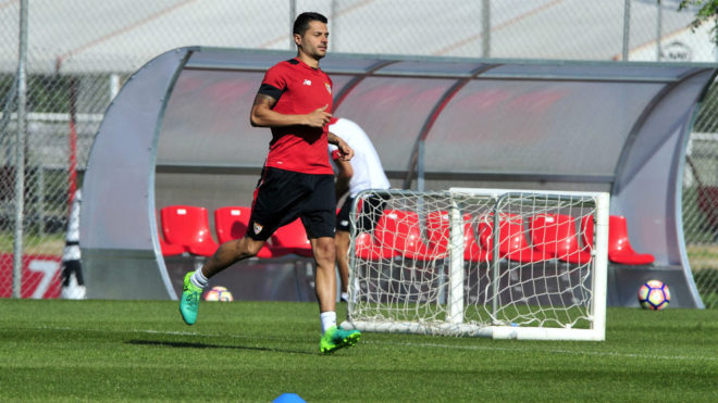 Vitolo, en un entrenamiento del Sevilla.
