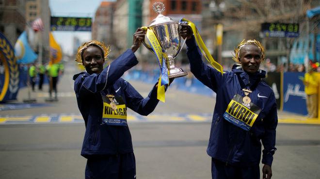 Edna Kiplagat y Geoffrey Kirui, ganadores del maratón de Boston.