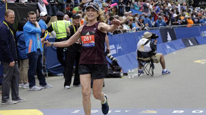 Switzer se convirtió en la primera mujer en terminar el Maratón de...