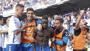 Amath  celebra con sus compañeros el gol que marcó el sábado al...