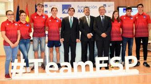 Deportistas paralímpicos de natación, junto a Rignaut, González...