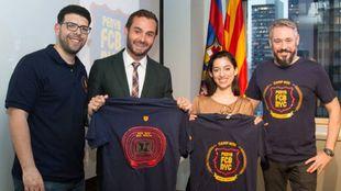 Miembros de la Penya Barcelonista de Nueva York en la sede del Barça...