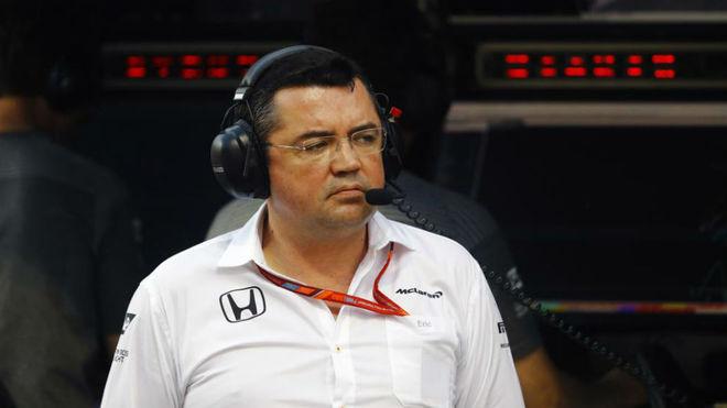Eric Boullier, durante el test post carrera de Bahréin.