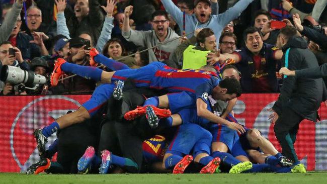 Los jugadores del Bar�a celebrando la remontada ante el PSG