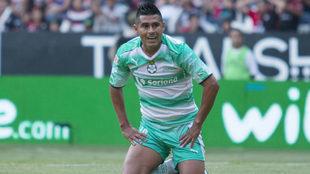 Osvaldo Martínez en duelo del Santos