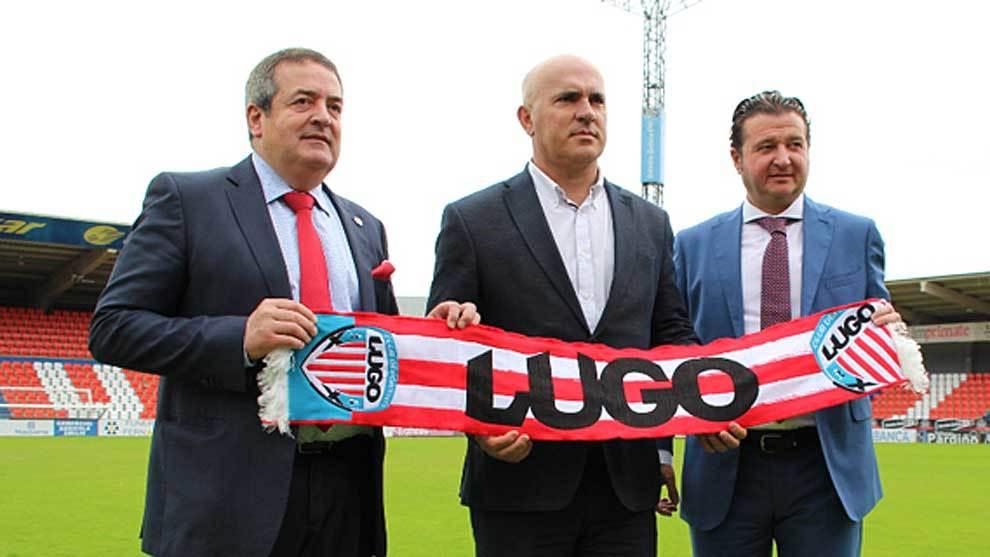 Luis César, el día de su presentación junto al presidente Saqués y...