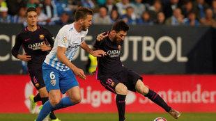 Camacho enfrentándose a Messi en el último Málaga - Barcelona