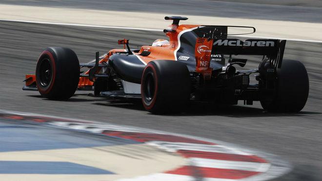 Vandoorne pilota el McLaren Honda en el test post carrera de Bahréin.
