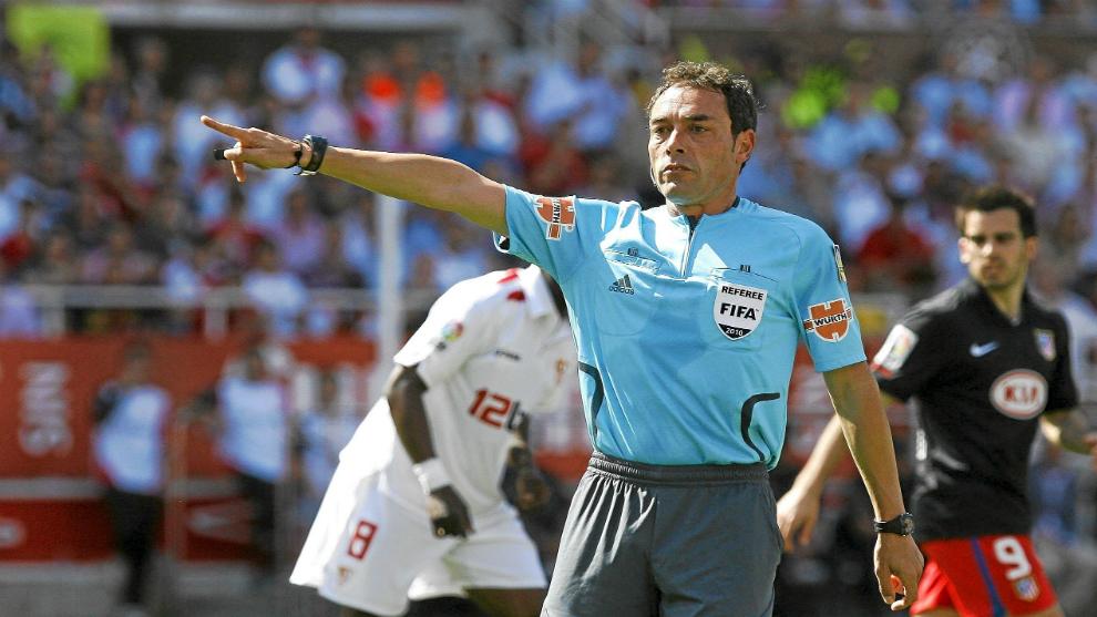 Alfonso Pérez Burrull durante un encuentro