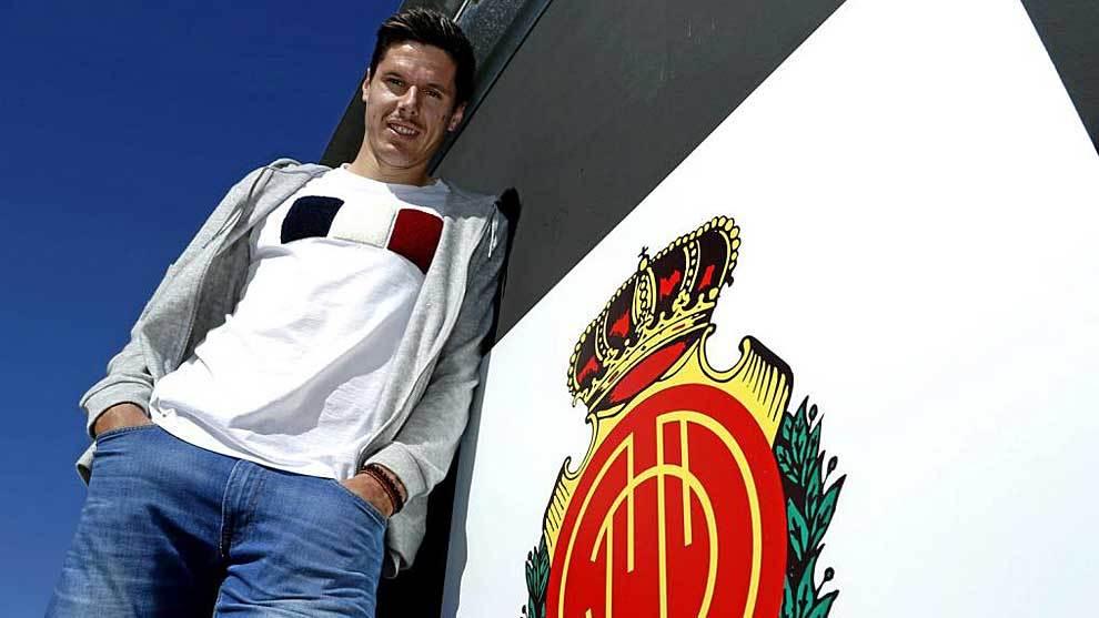 Héctor Yuste posa para Marca en la Ciudad Deportiva del Mallorca...