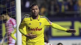 Ortuño celebra su gol al Mirandés en el Ramón de Carranza