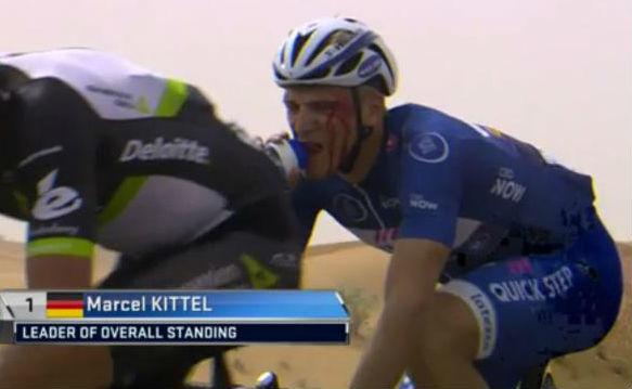 Marcel Kittel, en la segunda etapa del Dubai Tour, tras ser agredido...