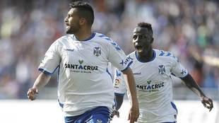 Alberto y Amath  celebran el gol del 2-2 del majorero ante el Girona...