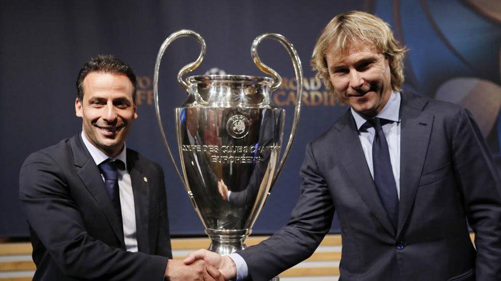 Giuly y Nedved posando para el choque Mónaco - Juventus