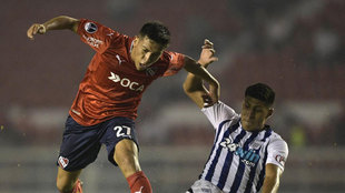 Ezequiel Barco jugando para Independiente