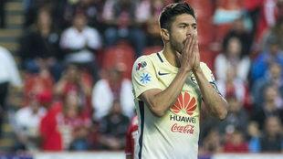 Peralta lamenta una falla ante Xolos de Tijuana.