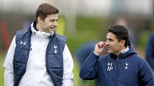 Pochettino y Jesús Pérez durante un entrenamiento del Tottenham