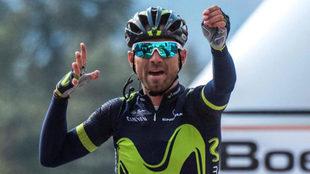 Alejandro Valverde celebrando su victoria en la Flecha Valona.