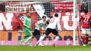 Bojan celebra su gol al Bayern.
