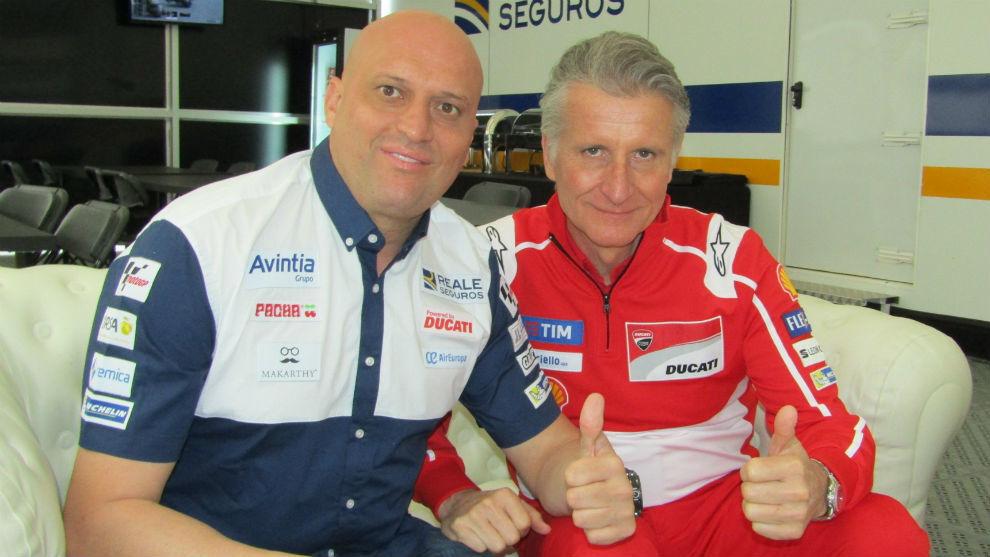 Raúl Romero, de Avintia, y Paolo Ciabatti, de Ducati, tras sellar el...