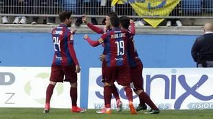 Jugadores del Levante celebrando un gol en el estado Ramón de...