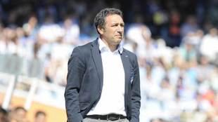 Eusebio observa el encuentro ante del Deportivo.