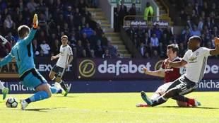 Martial, en el momento de marcar ante el Burnley.