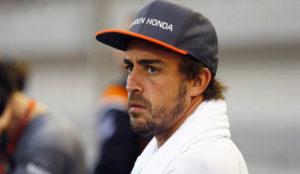 Fernando Alonso, antes de competir, con el rostro serio.