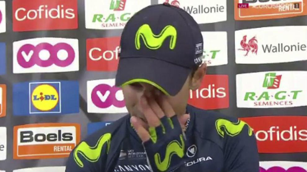 Valverde se limpia las lágrimas durante su entrevista con Eurosport.