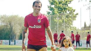Augusto, con su hija ayer en el Cerro.
