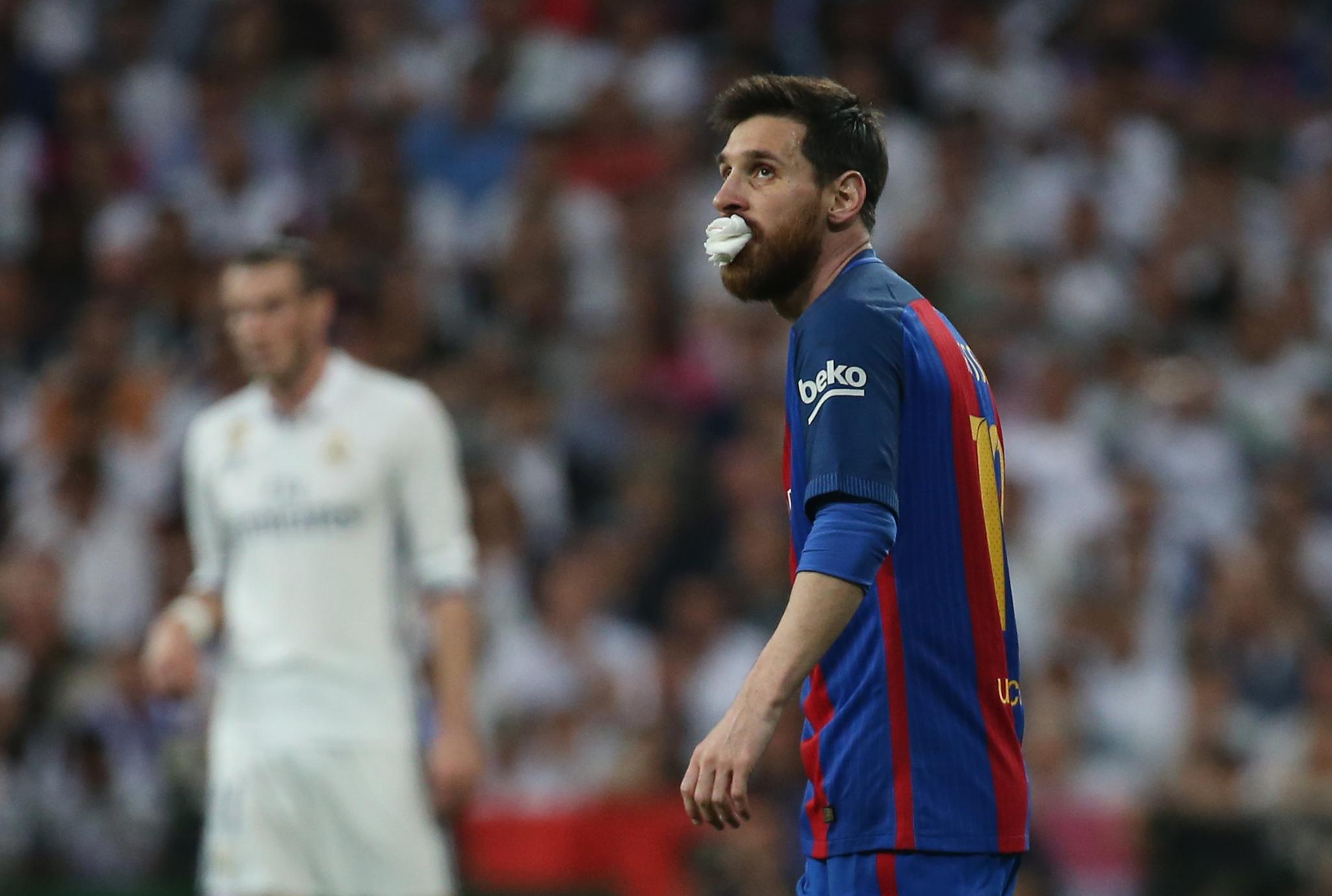 Messi sangró sobre el césped del Bernabéu   Marca.com
