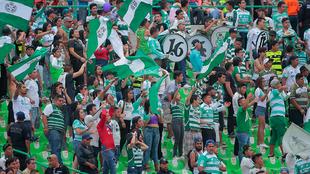 La gente de Santos apoyó en todo momento.
