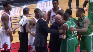 Momento de la trifulca entre Marcus Smart y Jimmy Butler