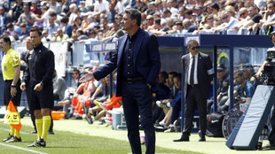 Míchel dirigiendo al Málaga