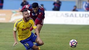 Ortu cae derribado en una acción del partido del sábado ante el...