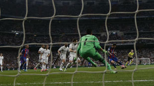 Messi makes it 1-1 in the last Clasico