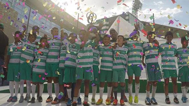 Los ganadores de la categoría Sub-13 del 2016.