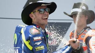 Valentino Rossi celebra su segundo puesto.