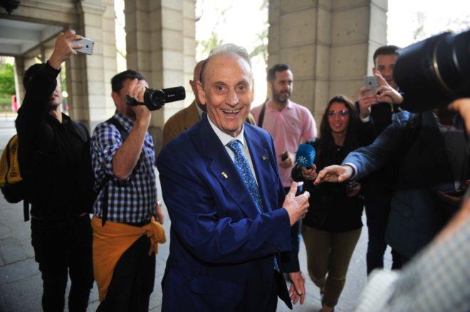 Betis lopera pide que se aporte al juicio el contrato for Juzgados viapol sevilla