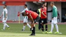 Álex Vallejo y Zdjelar, hundidos tras empatar ante el Córdoba el...