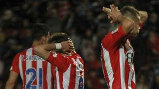 Los jugadores del Girona se lamentan tras perder un partido en...