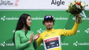 Felline, en el podio tras su victoria en el prólogo del Tour de...