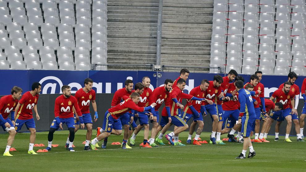 Entrenamiento de la selección española en el Stade de France