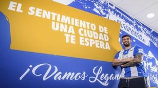 Diego Rico (24) posa para MARCA después del entrenamiento en...