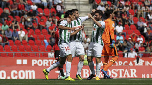 Los jugadores del Córdoba celebran un gol