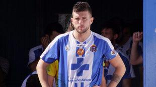 Andrés Carrasco, con el brazalete de capitán antes de un partido.