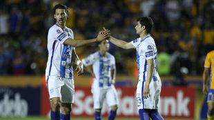 Omar González, izquierda, durante el partido de ida contra Tigres.