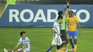 Pizarro, aún con secuelas de la fractura de nariz, es expulsado por...